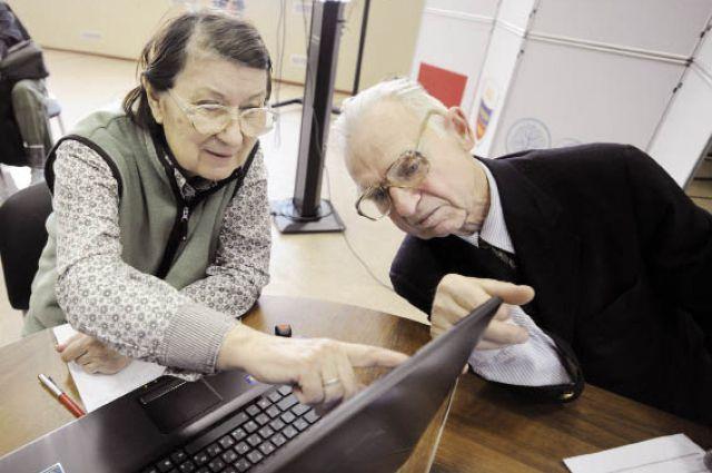 Узнать о размерах социальных выплат многие пенсионеры теперь могут сами: они прошли курсы обучения компьютерной грамотности, организованные в крае.