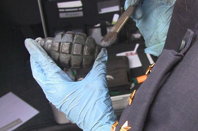 Мужчина рассказал, что граната у него находится уже давно.