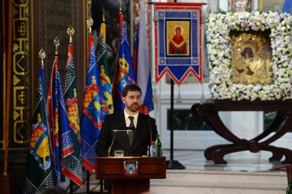 Приветствие председателя правительства РФ Дмитрия Медведева оглашает руководитель Федерального агентства по делам национальностей Игорь Баринов.