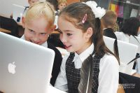 Школьники умеют отлично пользоваться современной техникой и даже программировать.