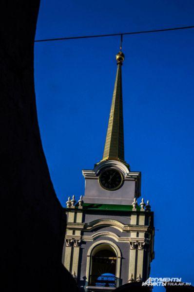 Высота колокольни - 71 метр.
