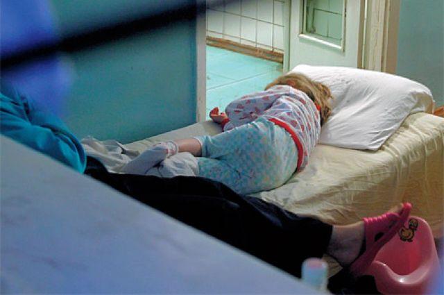 Троих детей госпитализировали.