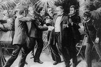 Леон Чолгош стреляет в президента Мак-Кинли. Рисунок, 1905 год.