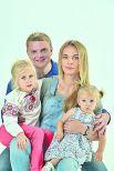 Александр и Алена Пузановы с дочерями