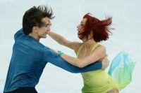 Джонатан Гурейро и Тиффани Загорски выступают в произвольной программе танцев на льду на чемпионате России по фигурному катанию в Сочи.