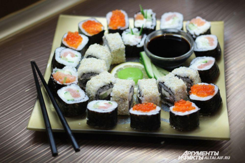 В Японии эстетика в еде очень важна. Еда – это культ. Натуральная, свежая пища должна быть еще очень красиво и элегантно оформлена. Поэтому старайтесь максимально красиво оформить блюдо на тарелке.