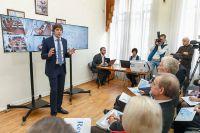 С. Кравцов наглядно, на мониторах, показал гостям, как контролируют ЕГЭ и «открывают» его.