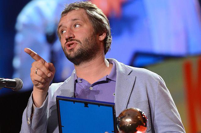 Режиссер Юрий Быков получает приз имени Григория Горина за лучший сценарий на церемонии закрытия XXV Российского кинофестиваля «Кинотавр».