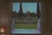Вместо вида из окна в доме установлен специальный портативный проектор