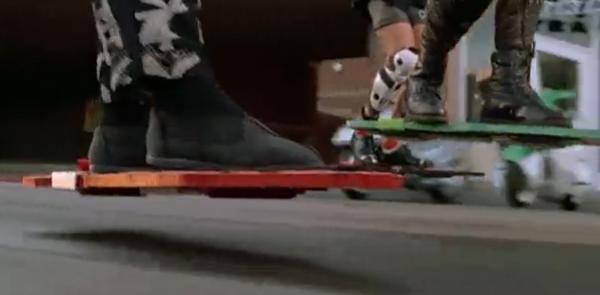 Вот, собственно, и парящий в воздухе скейтборд – главная «звезда» фильма