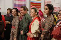 На открытие выставки «Хоровод ремёсел» мастерицы пришли в костюмах, сшитых вручную.