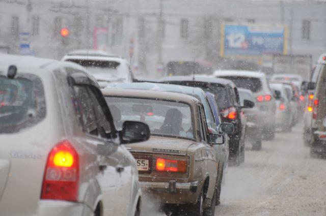 Неласковая погода и перекрытое движение стоит учитывать перед поездкой на праздники.