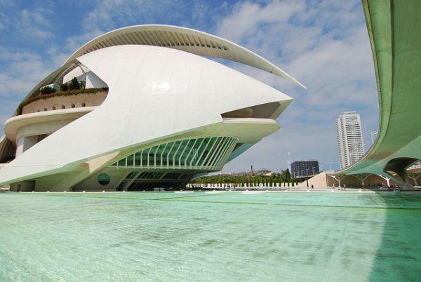 Дворец искусств королевы Софии, Валенсия. Гигантский современный оперный театр, входящий в комплекс