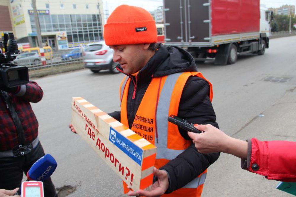 Участник инспекции рассказывает о происхождении необычного измерительного прибора.