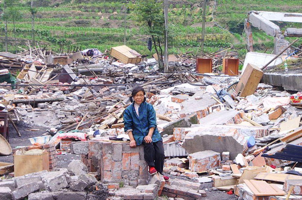 Землетрясение в Китае, произошедшее 12 мая 2008 года в провинции Сычуань, стало самым разрушительным за последние 30 лет. Официальные источники заявляют, что погибло около 70 тысяч человек, пропало без вести порядка 18 тысяч человек, а также около полумиллиона домов было разрушено.