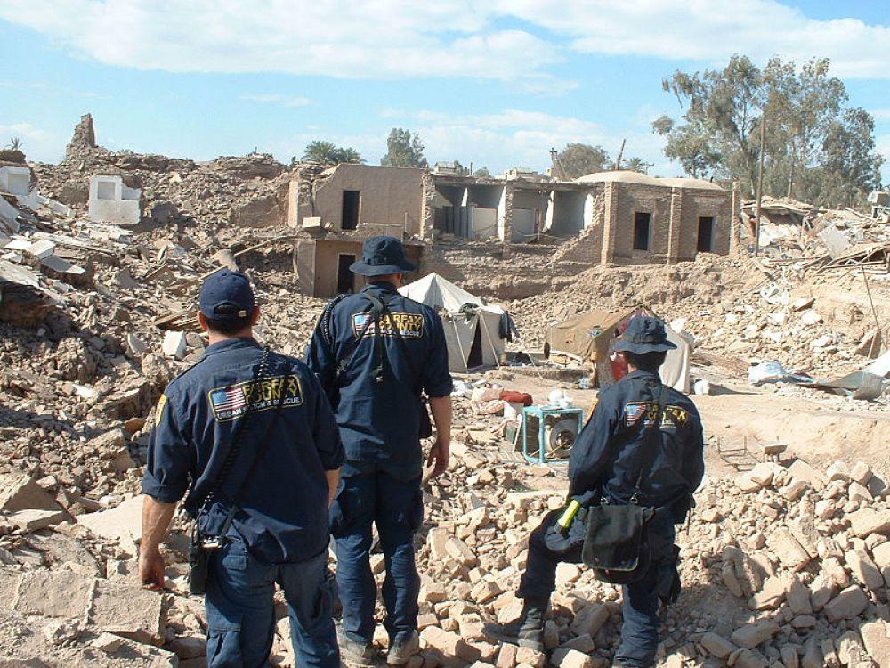 Землетрясение в Иране. 26 декабря 2003 года древний город Бам в провинция Керман в Иране пережил разрушительное землетрясение (6,3 баллов). Сообщается о 35 тысячах погибших, также было разрушено около 90% построек исторического города.
