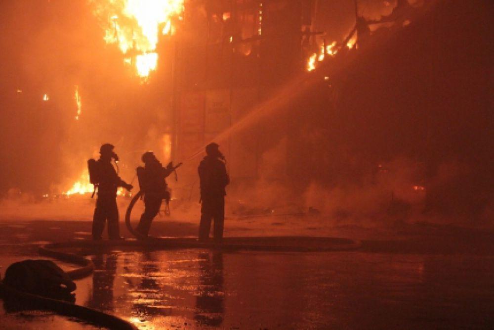 Напомним, пожар разгорелся ночью.