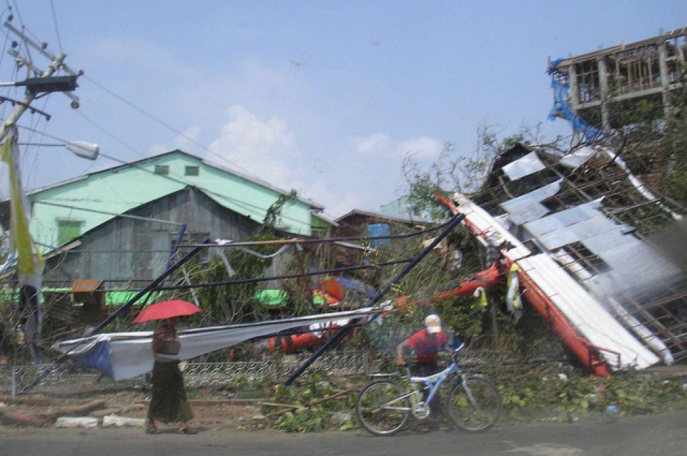 Циклон Наргис. Тропический циклон обрушился 2 мая 2008 года на Мьянму. По данным ООН, серьезно пострадали 1,5 миллиона человек, 90 тысяч человек погибли, ещё 56 тысяч пропали без вести. Более всего пострадал самый крупный город страны — Янгон, многие населенные пункты оказались просто стерты с лица Земли.