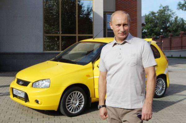 Президента часто можно увидеть за рулем машин, которые российские автозаводы выпускают в настоящее время. Так, 27 августа 2010 года Владимир Путин отправился в поездку по новой трассе Чита – Хабаровск на машине «Лада Калина Sport».
