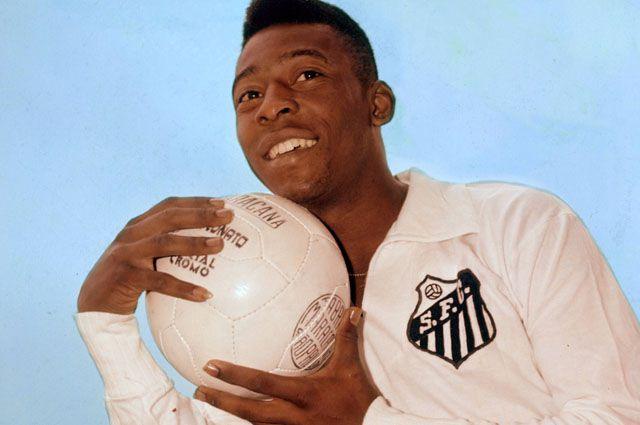 Один из лучших футболистов за всю историю Пеле.