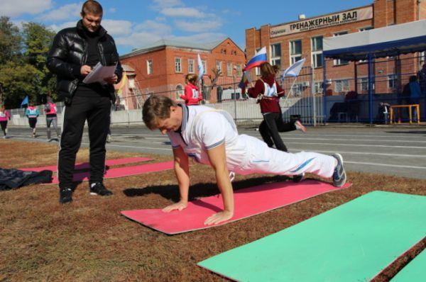 Сотрудники таможни демонстрировали спортивный дух и волю к победе.