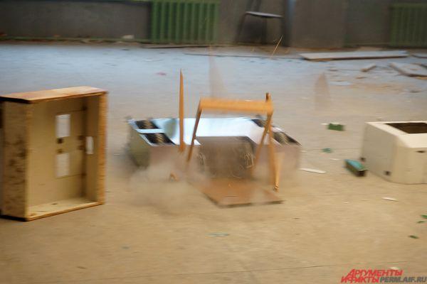 Робот инженеров клуба «Кинетик» - один из самых грозных противников на предстоящем шоу.