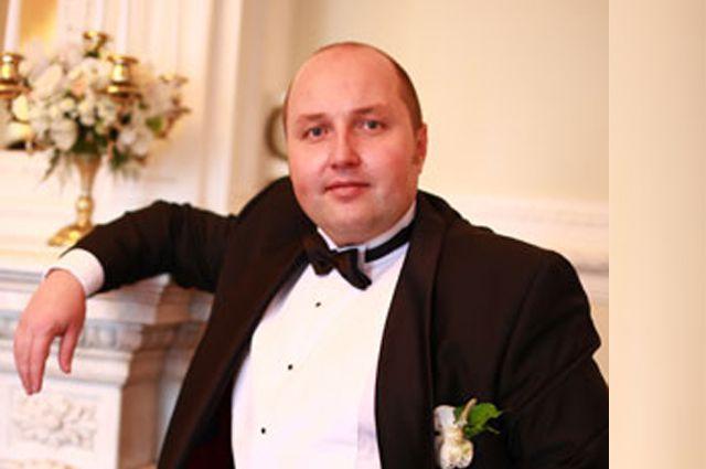 Виталий Ишутин был директором оперной труппы Приморского театра оперы и балета.