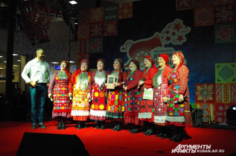«Бурановские бабушки» заложили в краснодарском ТЦ свою именную звезду.
