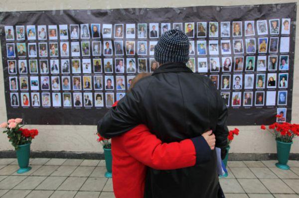 В результате террористического акта, по официальным данным, погибло 130 человек, в том числе 10 детей. Из числа погибших заложников 5 человек были застрелены до штурма, остальные скончались уже после освобождения.