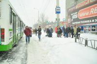 ГИБДД выявила нарушения в работе коммунальных служб, не очистивших вовремя город от снега.