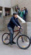 Саакашвили приехал голосовать на велосипеде