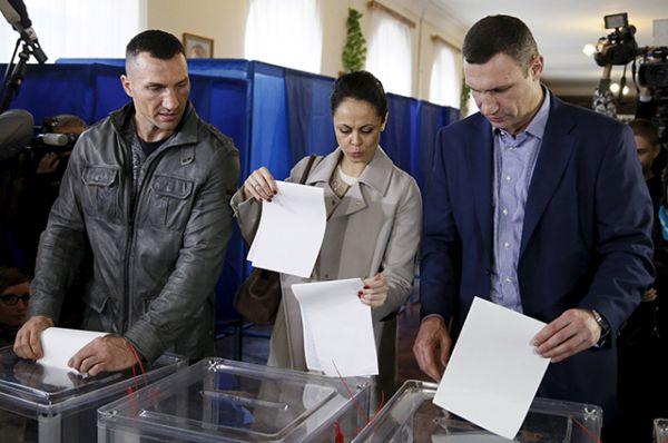 Действующий мэр Киева Виталий Кличко набрал на выборах около 40% голосов избирателей.