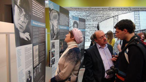 На выставке было много студентов и представителей старшего поколения