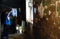 Жильцов аварийного дома в с. Усть-Ишим должны были расселить до 31 декабря 2014 года.