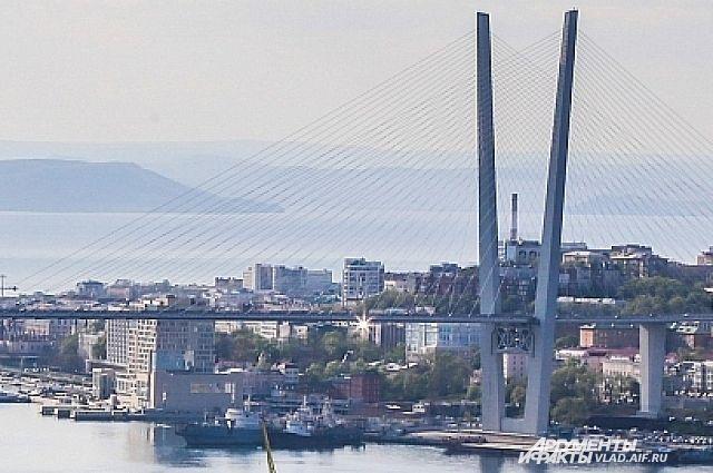 А гостиница на Корабельной Набережной будет достроена в установленные сроки и в соответствии с заданными стандартами пяти звезд.