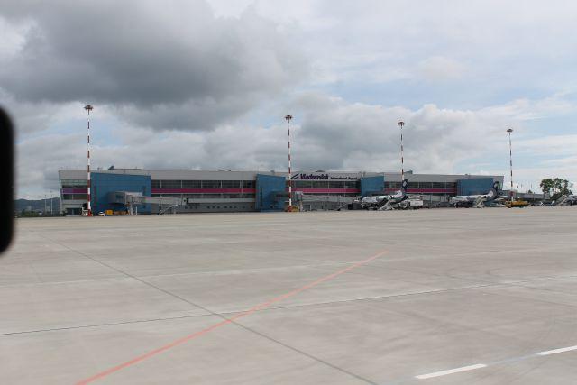 Свободный порт Владивосток открыли, а самолётов на всех желающих не хватает.