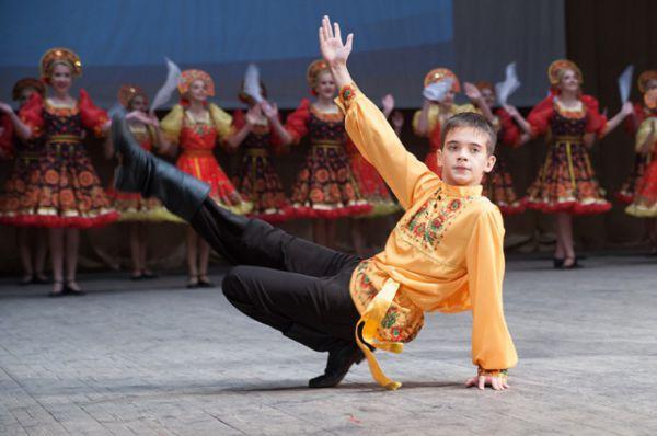 Хореографический конкурс Кубок Южного Федерального округа по народным танцам завершился в донской столице.