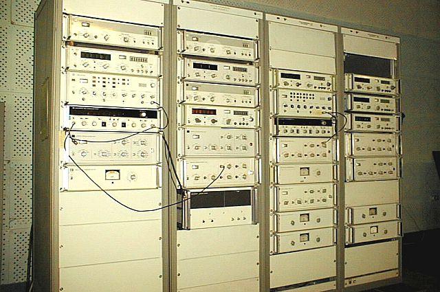 «Хранилище» времени выглядит как шкафы с аппаратурой.