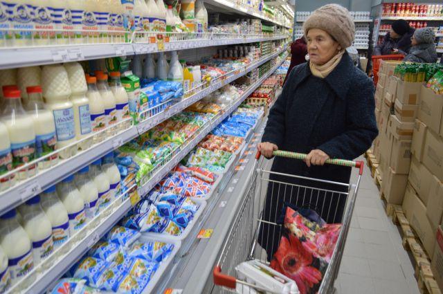 «Умный покупатель» перед покупкой внимательно рассмотрит товар.