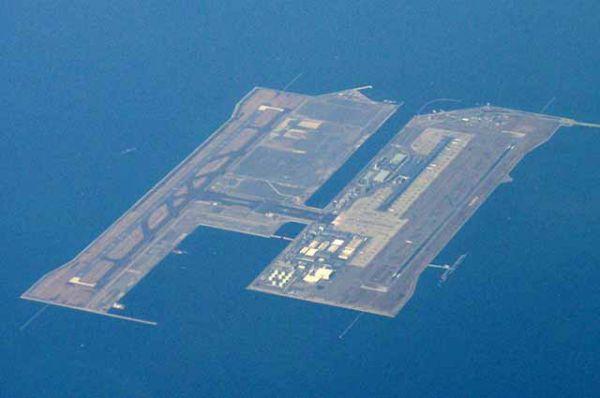 Не только в Эмиратах создаются такие масштабные проекты. Например, в Японии на искусственных островах построены международные аэропорты Кансай и Тюбу.