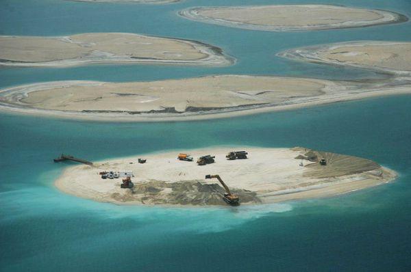 Так выглядит строительство искусственных островов вблизи.