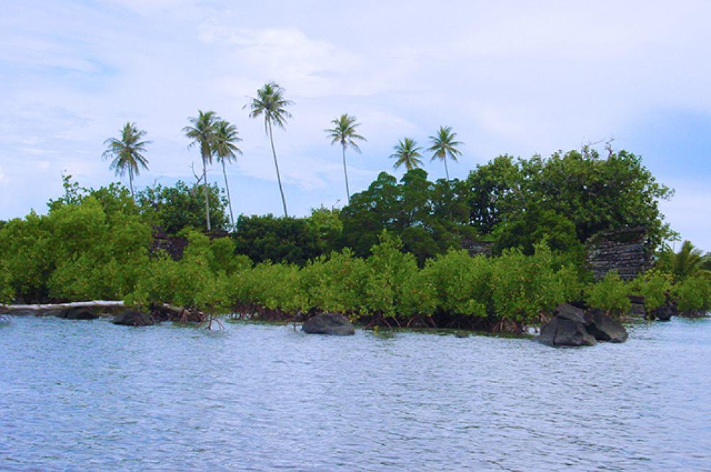 Еще один искусственный архипелаг – это Нан-Мадол на Каролинских островах в Тихом океане, сооруженный между 1285 и 1485 годами древними микронезийцами.