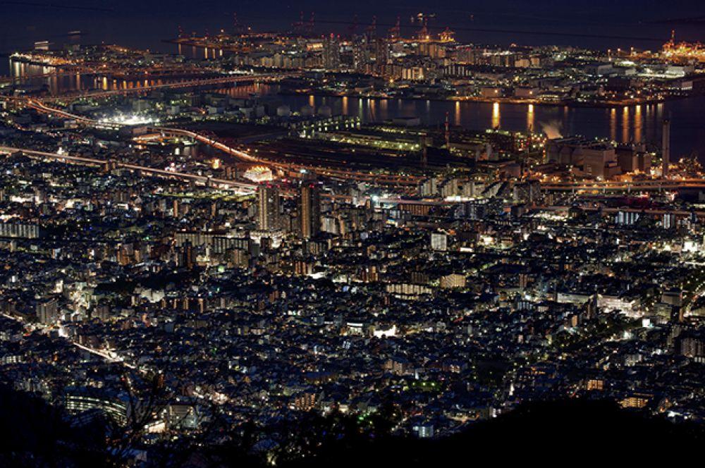Искусственный остров Рокко в Кобе, Япония.