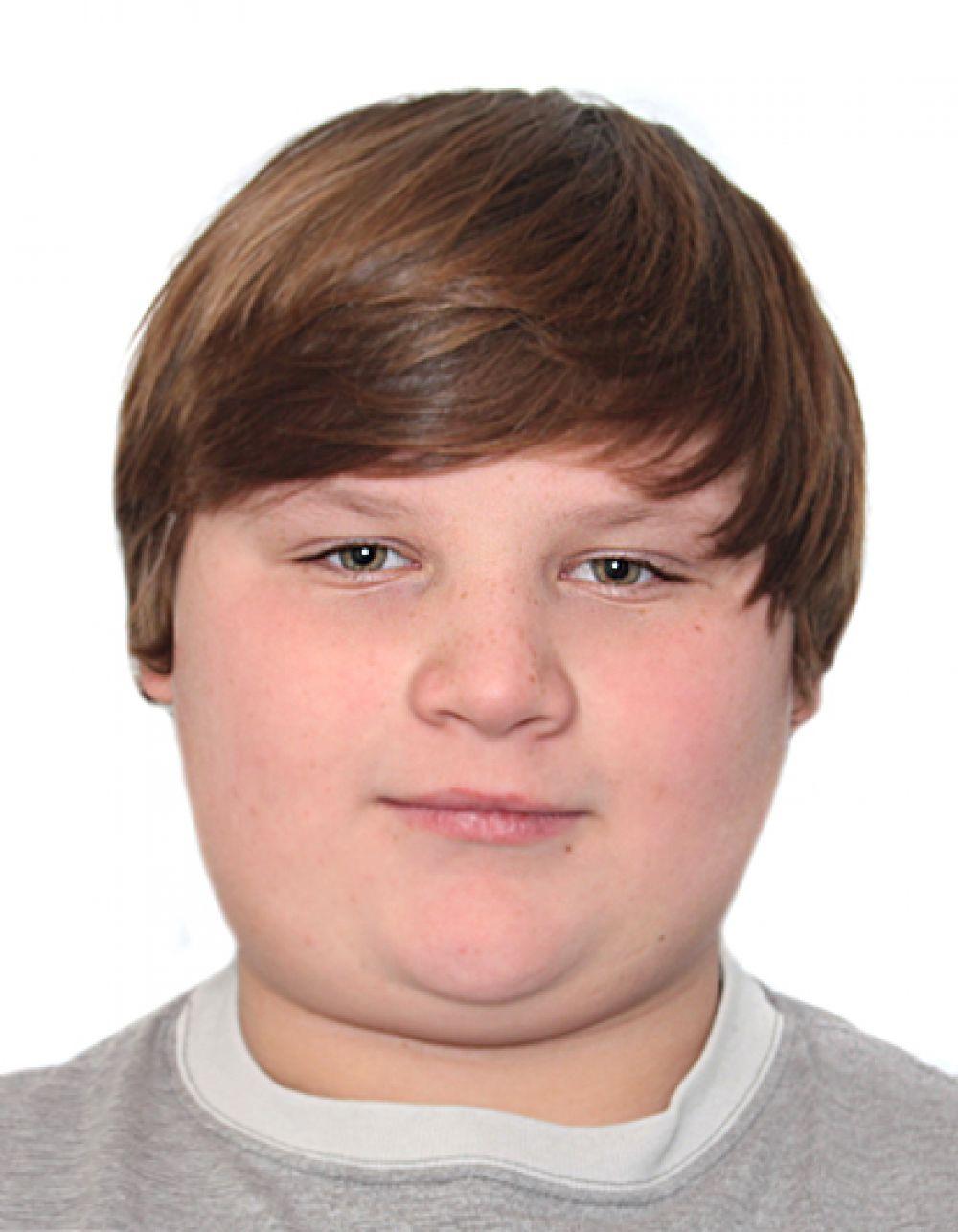 Геннадий, 15 лет. Общительный, доброжелательный, любознательный, внимательный, занимается тайским боксом, играет в настольный теннис.