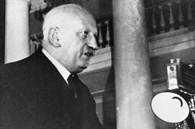 Академик Абрам Иоффе выступает на торжественном заседании, посвящённом международной противораковой неделе в Москве. 1938 год.