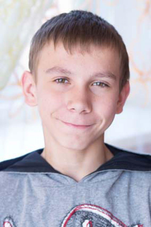 Георгий, 15 лет. Ответственный, общительный, эмоционален, впечатлителен, в творческой работе способен увлечь и организовать других, увлекается танцами.