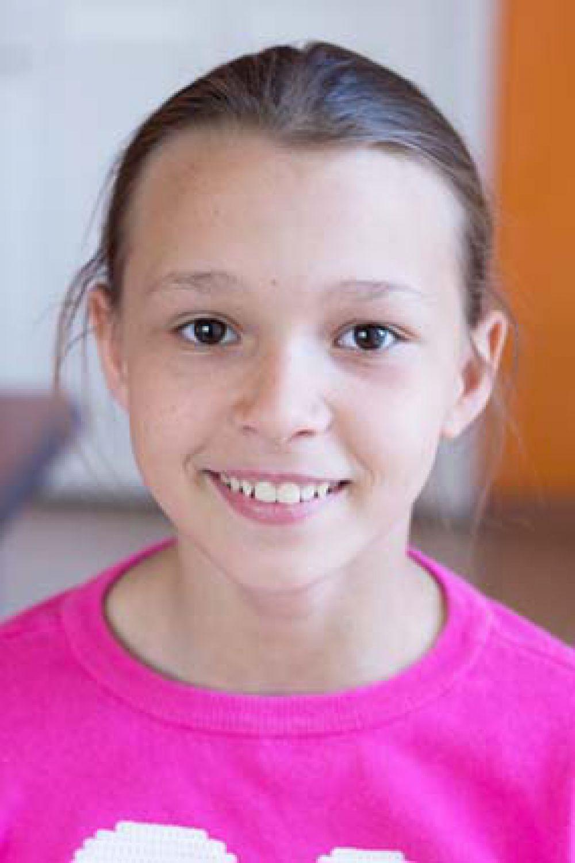 Виктория, 13 лет. Занимается разными видами спорта, мечтает  заниматься спортивной акробатикой, общительная,  жизнерадостная, обладает лидерскими качествами, весёлая и отзывчивая.