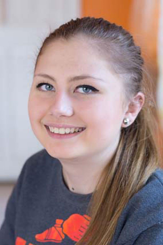 Татьяна,17 лет. Общительная, доброжелательная, трудолюбивая, увлекается спортивными танцами, играет на пианино, поёт.