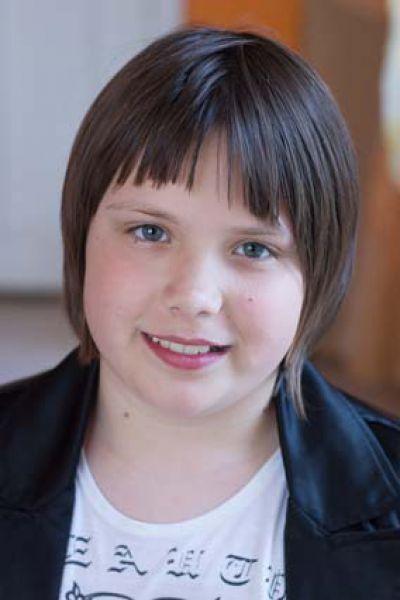 Александра ,13 лет. Уравновешенная, общительная, добрая, трудолюбивая, любит готовить, отзывчивая, любит танцевать.
