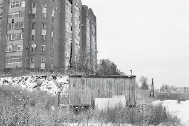 Стройка на улице Климова, в районе дома № 52 в Кургане. Здесь должен был появиться физкультурно-оздоровительный центр.